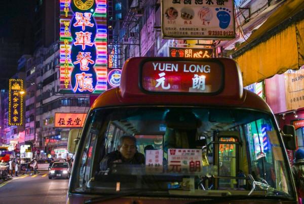 hong-kong-neon-lights-travel-blogger